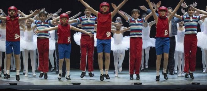 La versión de Billy Elliot continúa ganando la atención unánime del público