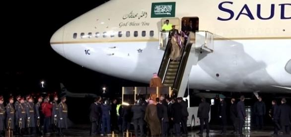 King Salman bin Abdulaziz was forced to walk down the stairs from his plane [Image: YouTube/TIME]