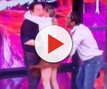 Adriane abraça apresentador após derrubá-lo