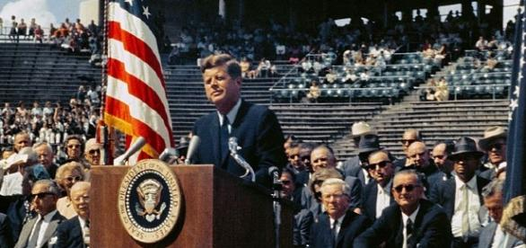 JFK makes the 'we choose to go to the moon speech [Image courtesy of NASA wikimedia commons]