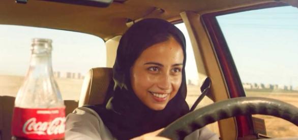 La ragazza saudita alla guida nel nuovo spot Coca - Cola