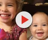 Os dois filhos: a menina, 3 anos, e o menino, 9 meses