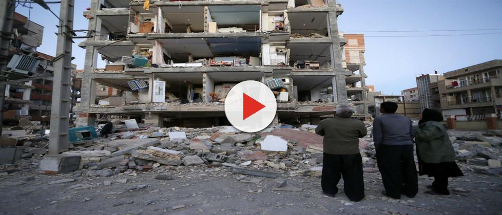 Terremoto deixa mais de 450 mortos na fronteira entre o Irã e o Iraque
