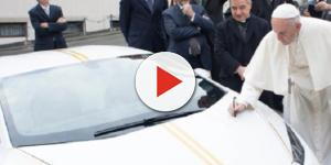 Decisão de leiloar veículo foi anunciada pelo Vaticano - Reprodução/Twitter