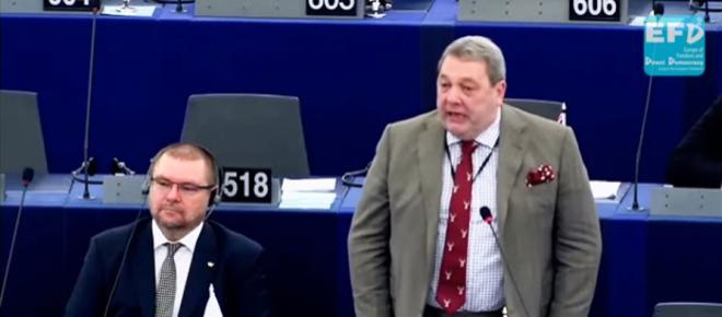 Brytyjski europoseł broni Polski i pięknie ripostuje niemiecką polityk [WIDEO]