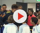 Quand un petit enfant demande à Neymar pourquoi il a quitté le Barça !