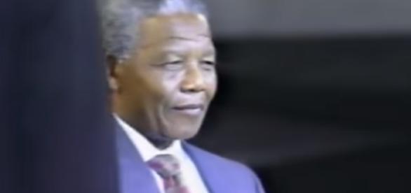 Nelson Mandela destroys Ted Koppel Part 1 -Image credit- winborneb | YouTube