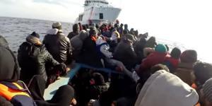Migranti in un 'viaggio della speranza', soccorsi in mare dalla Guardia costiera