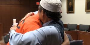 Uccide il figlio e il padre abbraccia il killer - Foto da Facebook