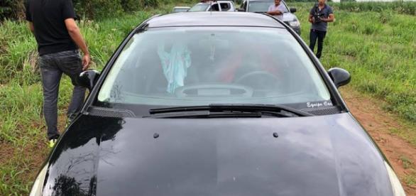 Resultado de imagem para Casal resolve 'namorar' no banco de trás do carro e algo terrível acontece
