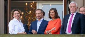 Hier schien noch alles in Ordnung: Christian Lindner (FDP) mit seinen Sondierungspartnern - rp-online.de
