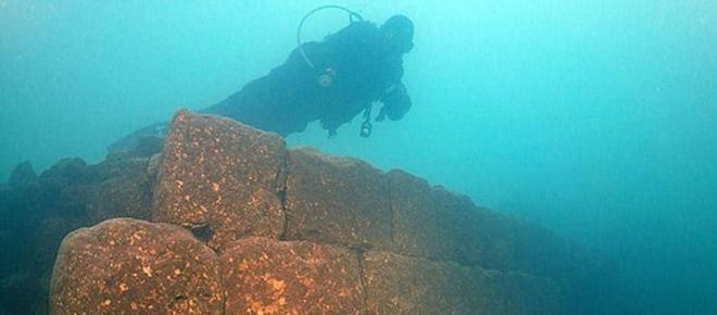 Un mystérieux château vieux de 3000 ans a été découvert sous un lac !