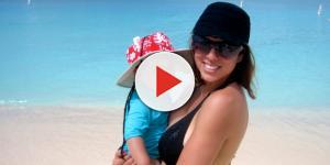 Kelly Dodd poses on a beach. [Image via Facebook]