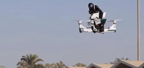 Flying Hoversurf Scorpion 3. [Image Credit: CNN.com]