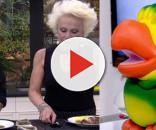 Ela não estaria comendo laranja devido a uma promessa ( Reprodução - Globo )