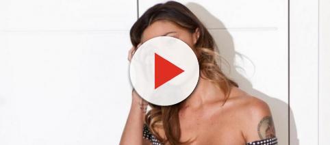Belen Rodriguez e l'incidente sensuale al Maurizio Costanzo Show
