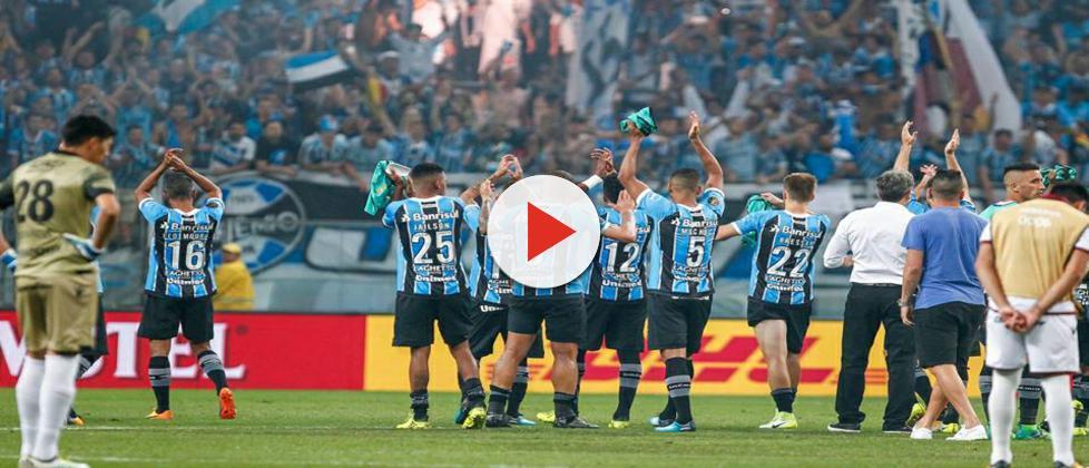Grêmio bate o Lanús e fica a um empate do tri da Libertadores