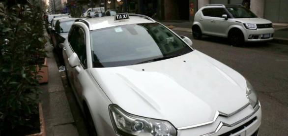 Milano, lite furibonda tra tassista e ventinovenne