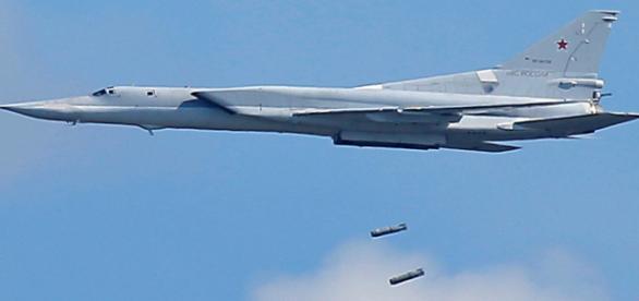 Două submarine și șase bombardiere TU-22M3 au atacat ascunzători ISIS din Siria - Foto: amcnews.tv