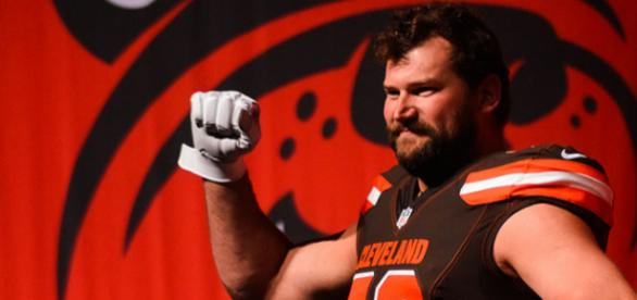 Joe Thomas will earn $13.5 million in cash in 2018. (Image Credit: Erik Drost/WikiCommons)
