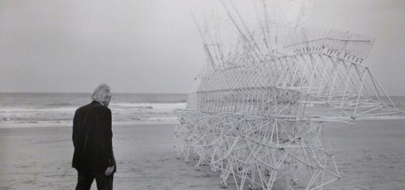 Strandbeests by Theo Jansen - Flickr