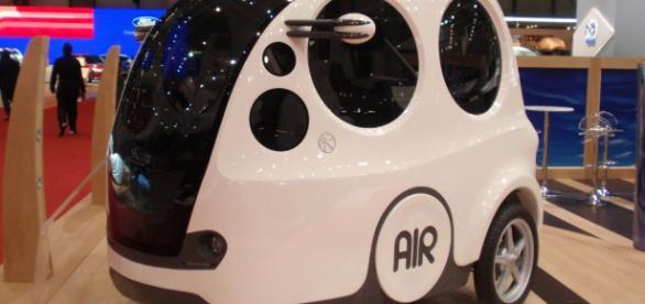 La minicar alimentata ad aria compressa presentata alla fiera di Rimini.