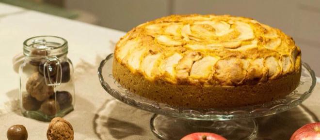 Torta di mele, aromatizzata al limone, senza glutine