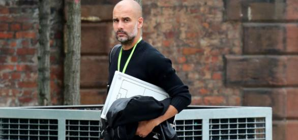 Pep Guardiola pictured with tactics board ahead of Manchester ... - mirror.co.uk