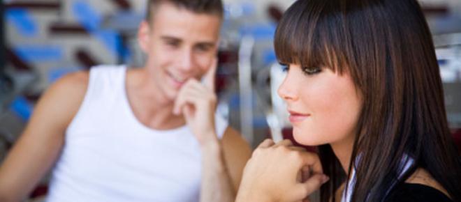 6 sinais femininos que indicam que ela realmente está louca por você
