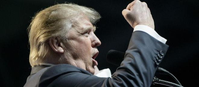 Deux sénateurs veulent que Donald Trump démissionne