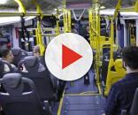 Homem se masturbando em ônibus