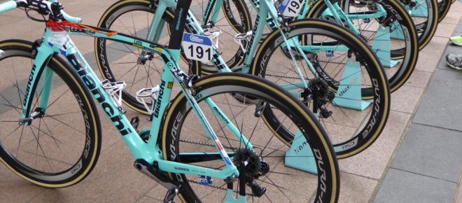 Ciclismo, tre corridori della Lotto NL Jumbo espulsi per possesso di farmaci