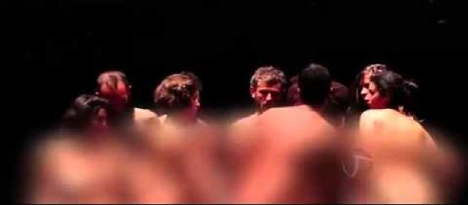 Performance 'Macaquinhos' volta a SP para explorar a 'traseira' de artistas
