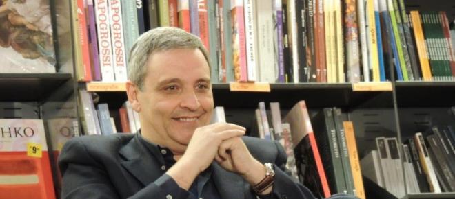 L'editrice napoletana Centoautori denuncia lo scrittore Maurizio De Giovanni