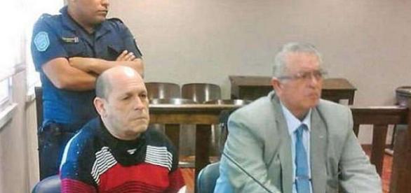 Domingo Bulacio (cel din stânga fotografiei) a rămas impasibil în momentul citirii sentinței de către judecători - Foto: Daily Mail