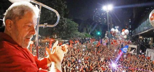 Ex-presidente Lula venceria eleições com 34% dos votos