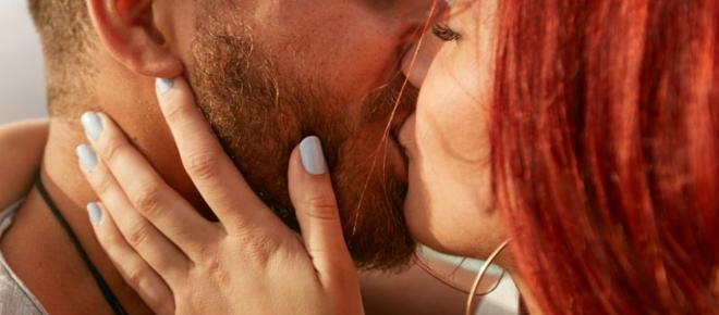 Descubra como cada signo beija de acordo com os astros
