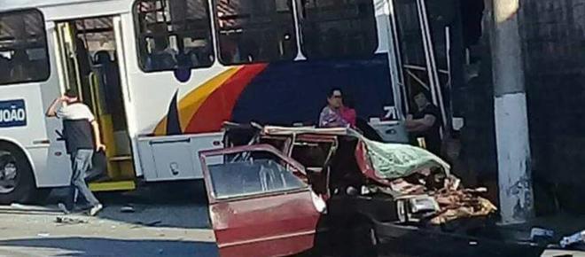 Colisão entre ônibus e carro deixa cinco feridos no interior de São Paulo