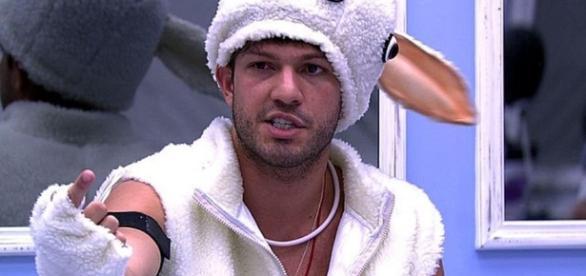 BBB17: Luiz Felipe revela que já agrediu ex-namorada