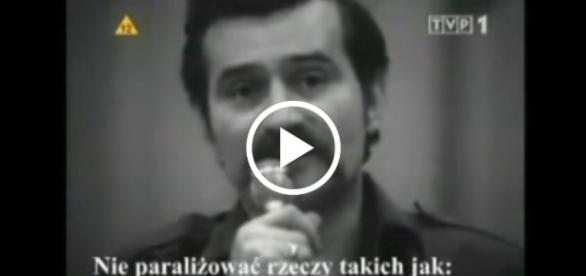 Film pokazuje jak Wałęsa manipulował i dogadywał się z komunistami.