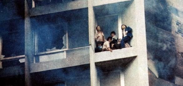 Pessoas ficaram presas nos andares mais altos. Muitos se jogaram
