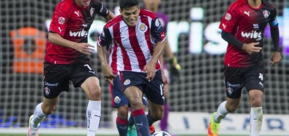 Chivas se quedó con el clásico de Guadalajara, venció 2 a 1 al Atlas