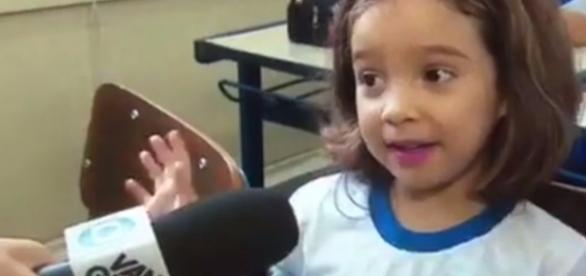 A pequena Raquel pegou a repórter de surpresa