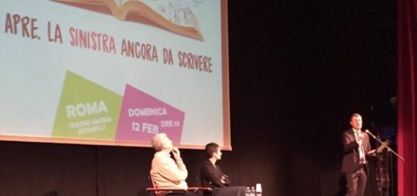Arturo Scotto durante l'intervento nell'assemblea 'Si apre'