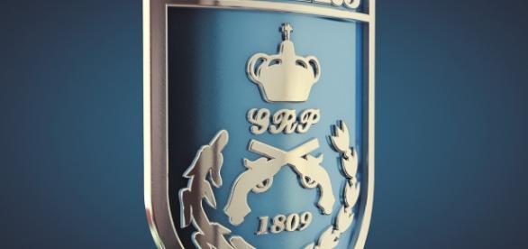 Escudo da PMERJ, onde o policial baleado atuava.