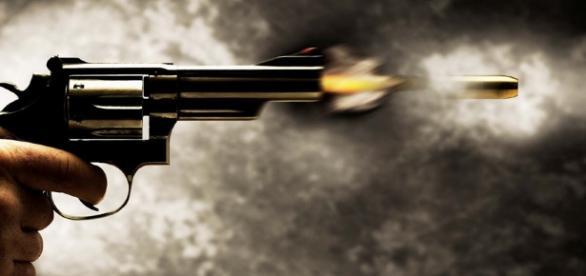 Arma dispara acidentalmente e homem mata esposa