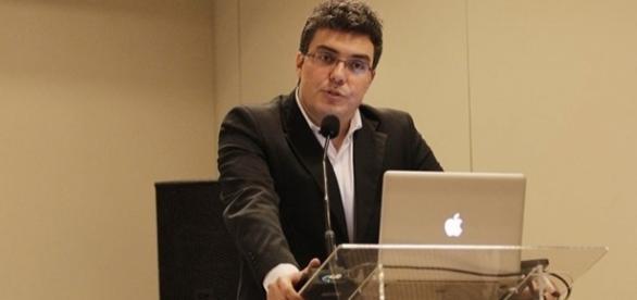 Rodrigo foi diretor de Jornalismo do IG, mas tornou-se assessor do Ministério da Fazenda em 2015
