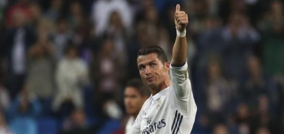 Cristiano Ronaldo scores late free-kick as Real Madrid stun ... - eurosport.com
