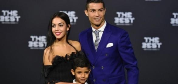 EN IMAGES. Cristiano Ronaldo présente sa nouvelle compagne ... - leparisien.fr