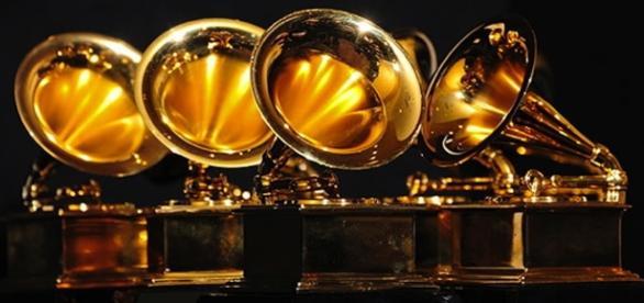 Gramofones são os prêmios entregue aos vencedores de cada categoria.